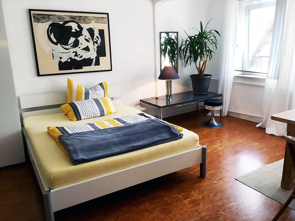Level 4 Central - Doppelbett, Beistelltisch