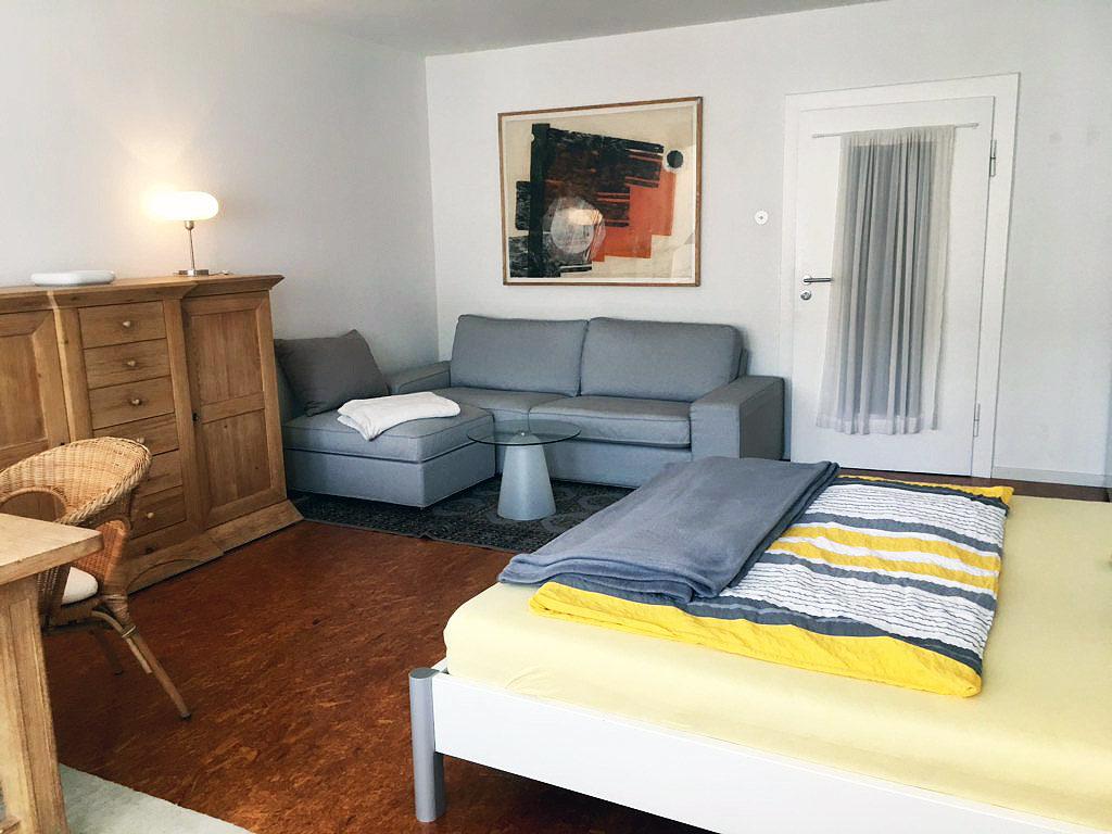 Level 4 Central - Doppelbett, Anrichte, Sofa